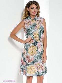 Модель с каре в платье